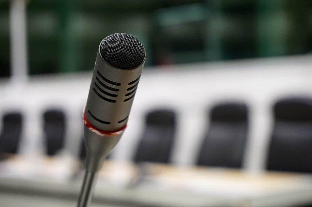 microphone speaking